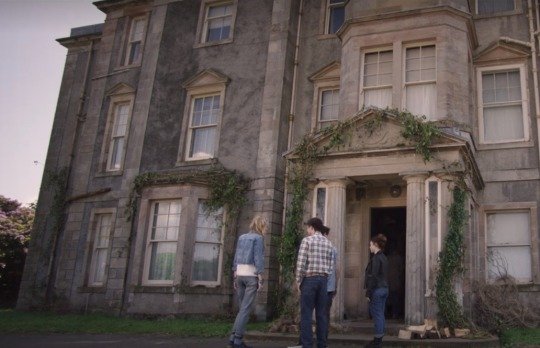 "Horror Movies on Netflix:""MALEVOLENT"" Review"