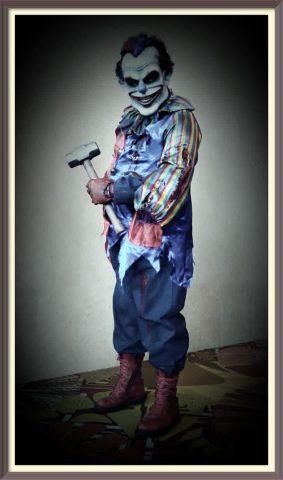 horror collectibles evil clown statuette